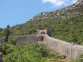 Pohled na hradby v městečku Ston. Říká se jim Malá čínská zeď.
