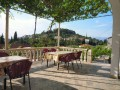 Posedět můžete na venkovní terase